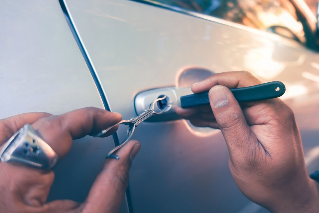 Automotive Locksmith Near Meith-office-manhattan-automotive-home-car-auto-lock-lockout-automobile